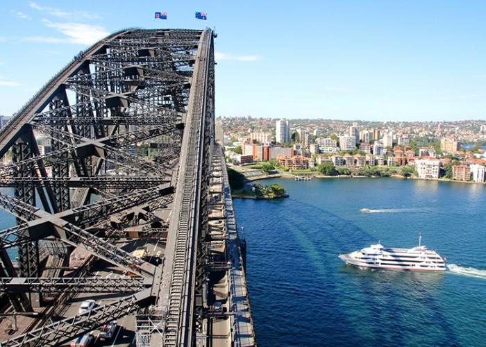 Sydney-Bridge-climb-Best-things-to-do-in-Sydney-Luxury-Australia-Holidays-